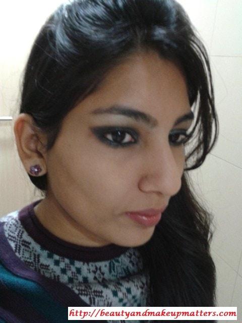 Greyish-Black-Shimmery-Smokey-Eyes-Look
