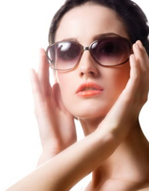 Wear-Sunglasses-to-avoid-under-eye-darkcircles