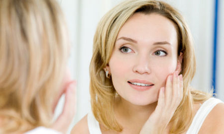 touching-face-Bad-Beauty-Habits