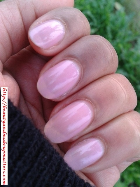 Maybelline-Coloroma-Nail-Paint-Amancheur-NOTD