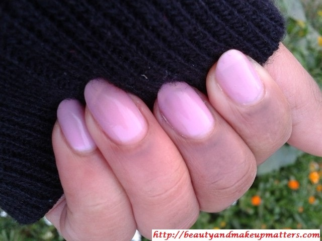 Maybelline-Coloroma-Nail-Paint-Amancheur-Swatch