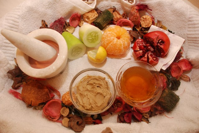 3Easy-Homemade Moisturizing Fruit Face Pack