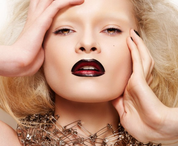 6-Common-Makeup-Mistakes-DarkLipstick