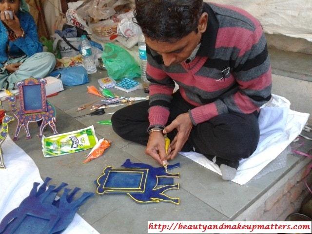 Artist-at-work-Dilli-Haat