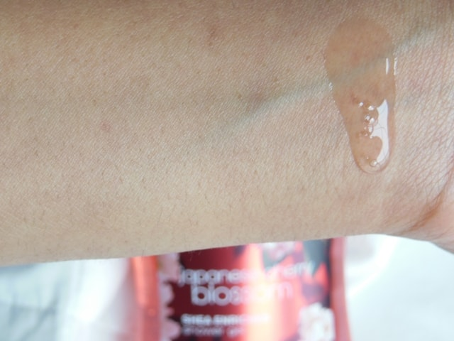 Bath & Body Works Japanese Cherry Blossom Shower Gel Swatch