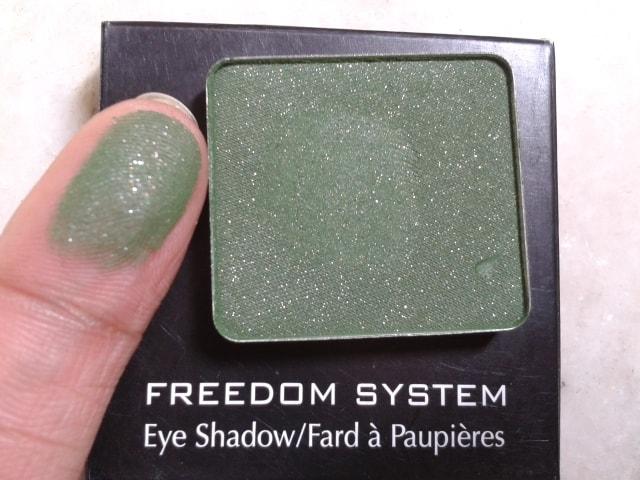 Inglot-Freedom-System-EyeShadow-57-AMC-Swatch