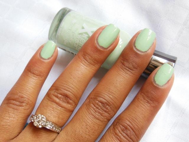 Sally Hansen Hard As Nails Xtreme Wear Nail Color Mint Sorbet Nail Swatch