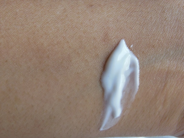 Simple Vital Vitamin Day Cream SPF15 Swatch