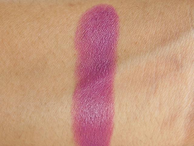 Revlon Super Lustrous Lipstick Berry Haute Swatch