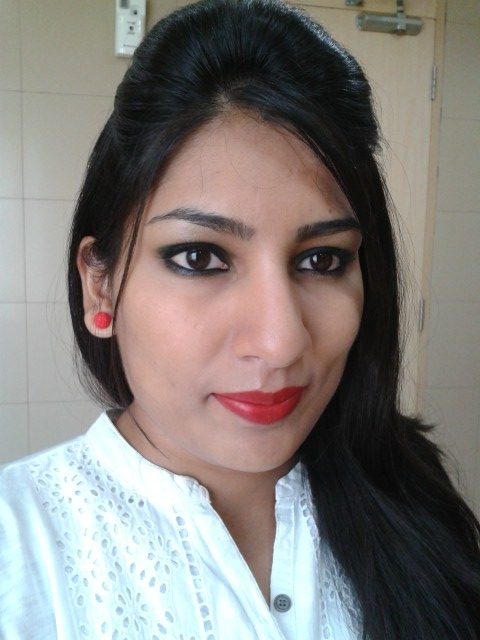 Revlon Super Lustrous Matte Really Red Lip Look2