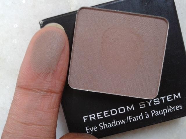 Inglot-Freedom-System-Eye-Shadow-360-Matte-Swatch