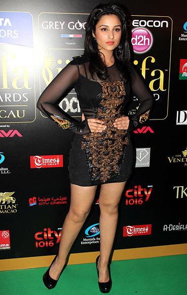 Parineeti Chopra in Falguni and Shane Peacock Dress at IIFA Awards 2013