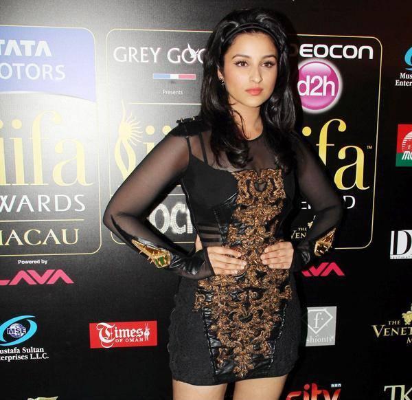 Parineeti Chopra in Short Black Dress at IIFA Awards 2013