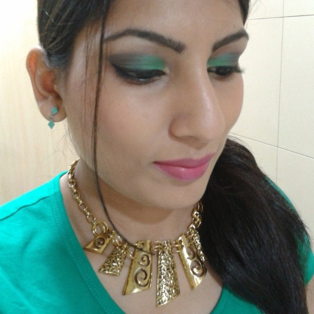 Gold Statement Necklace Look