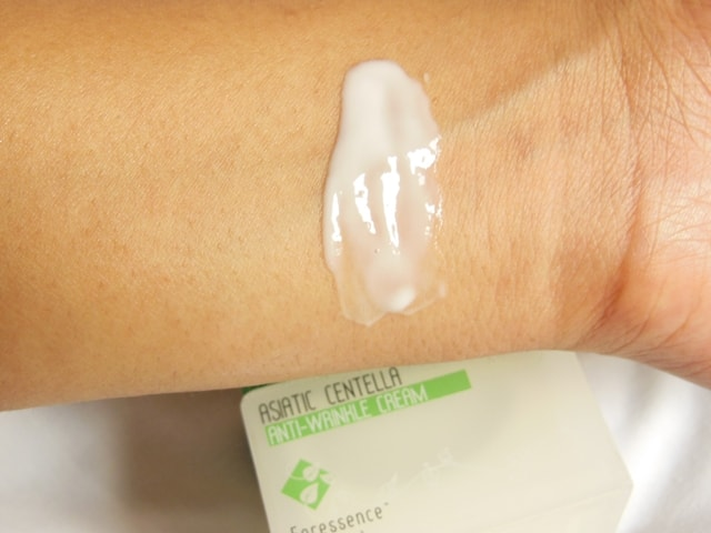 The Nature's Co. Asiatic Centella Anti-Wrinkle Cream Swatch 1