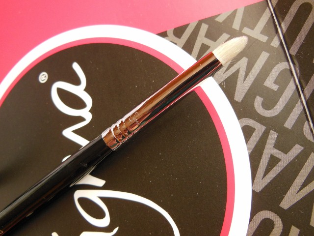 SIGMA Makeup Pencil E30 Brush Review