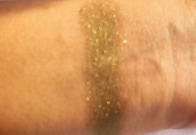 L'Oreal Infallible   Eye Shadow Cosmic Black Swatch Flash