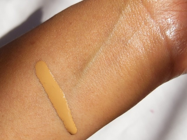 MAC Face and Body Foundation C4 Finish