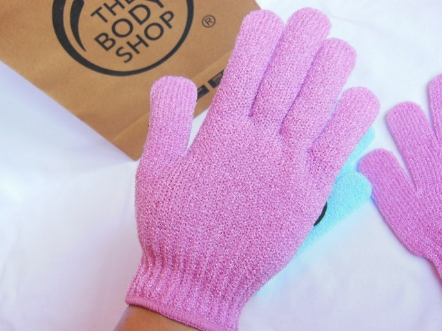 The Body Shop Bath Exfoliation Gloves in Pink