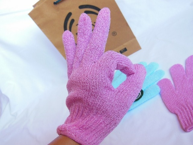 The Body Shop Bath Exfoliation Gloves in Pink Review
