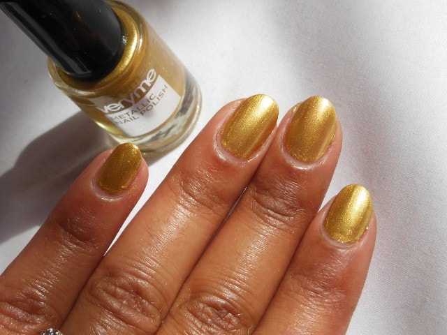 Oriflame very Me Metallic Nail Paint -Gold Rush NOTD