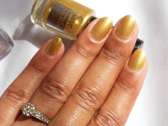 Oriflame very Me Metallic Nail Paint Gold Rush NOTD2