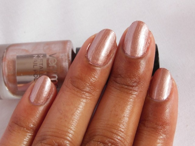 Oriflame very Me Metallic Nail Paint Sweet Candy NOTD