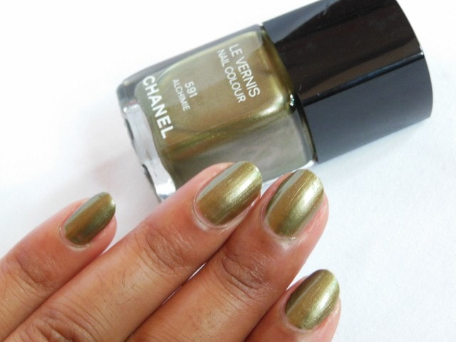 CHANEL Le Vernis Nail Color Alchimie Nail Swatch