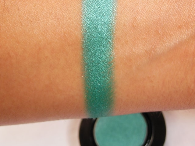 Faces Canada Glam On Eye Shadow Turquoise Blue Swatch