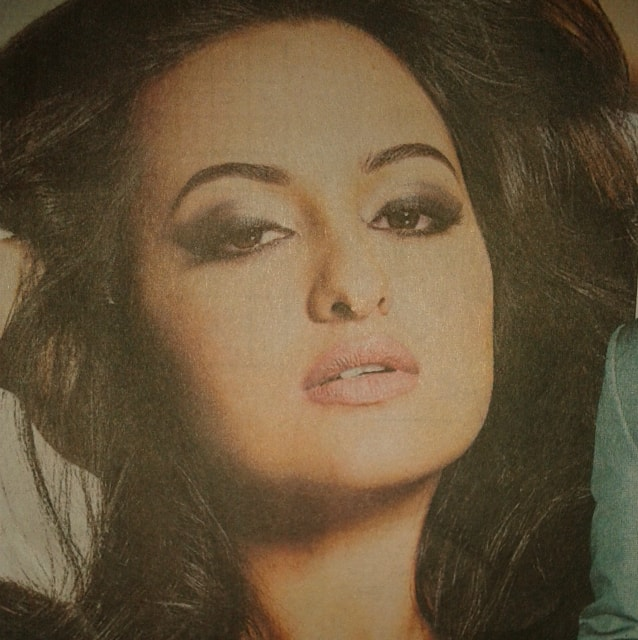 Sonakshi Sinha Inspired Gray Black Smokey Eye Makeup