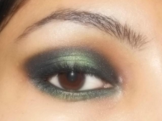 Eye Makeup Look Black and Green Eyes