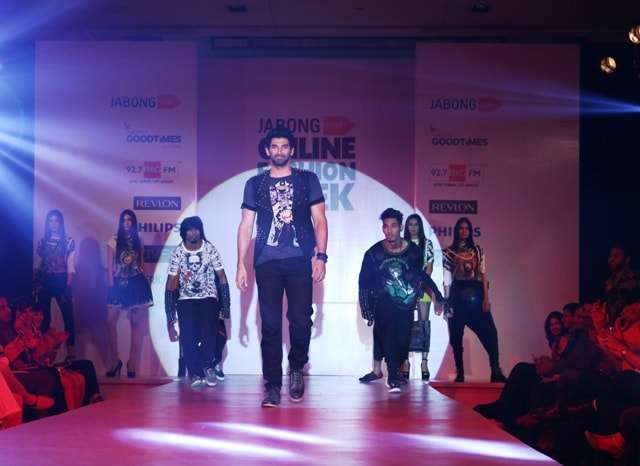 Aditya Roy Kapur showstopper for Nitin Bal Chauhan at IOFW
