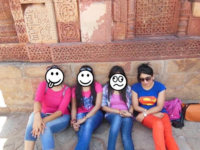 Asking stranger for pictures at Qutab Minar