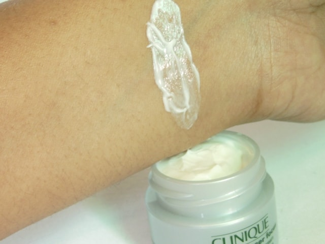 Clinique Repairwear Laser Focus Eye Cream Swatch