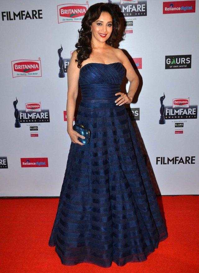 Best Dressed at Filmfare Awards 2015 - Madhuri Dixit