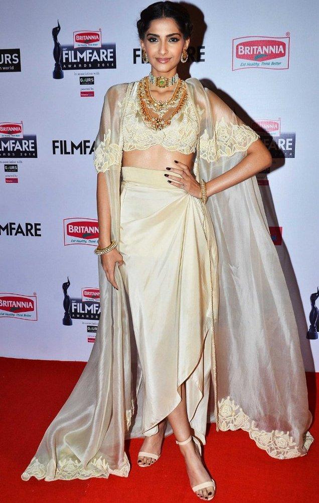 Best Dressed at Filmfare Awards 2015 - Sonam Kapoor