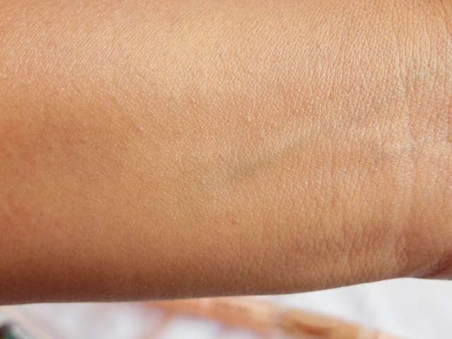 Maybelline Dream Touch Lumi Highlighting Concealer Swatch 2