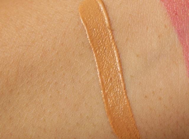 Makeup Revolution Focus & Fix Liquid Concealer Swatch