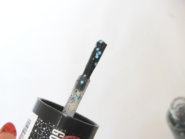 Maybelline Go graffiti Blue Beats Nail Paint Brush