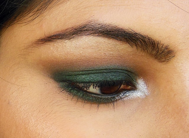 Dark Green Smokey Eye Makeup