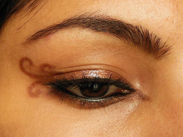Swirly Winged Eye Liner Eyes