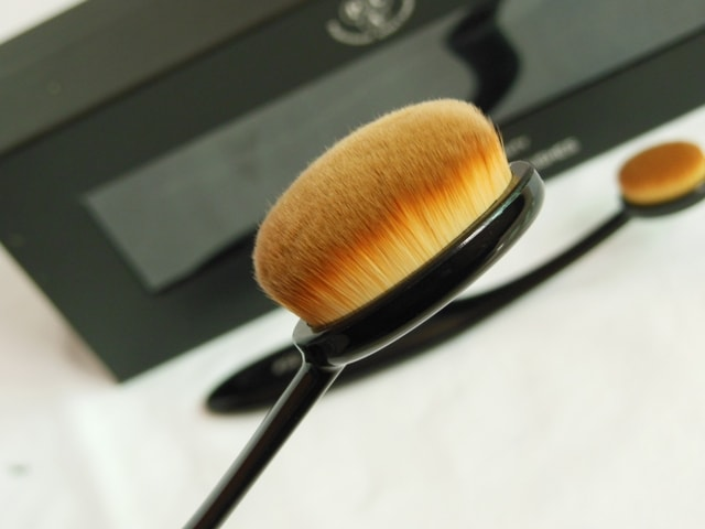 PAC Cosmetics Master Stroke Brush 04