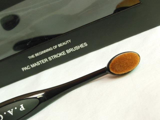 PAC Cosmetics Master Stroke Brush 05 Bristles