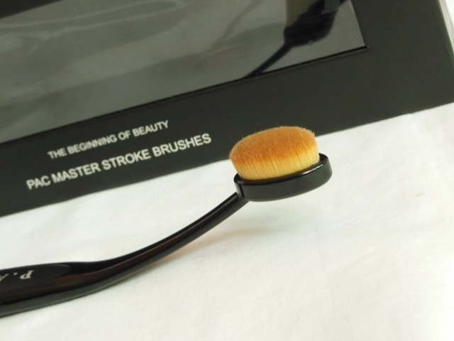 PAC Cosmetics Master Stroke Brush 05