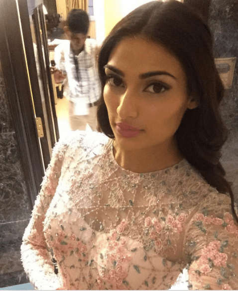 5 Best Dressed Celebrities at IIFA 2016 -Aathiya shetty Outfit Details