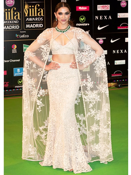 5 Best Dressed Celebrities at IIFA 2016 -Deepika padukone in Sabhyasachi