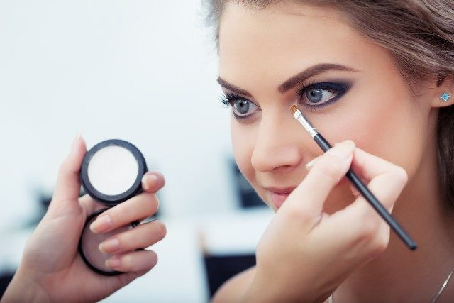 Secrets that Makeup Artists Swear by - Conceal Eye Bags