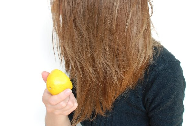 6 Hair Hacks Every Girl Must Know- DIY Highlights