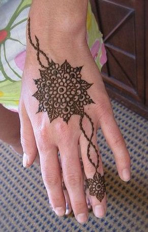 15-best-karwa-chauth-mehendi-designs-dots-and-chains-mehendi-designs-3