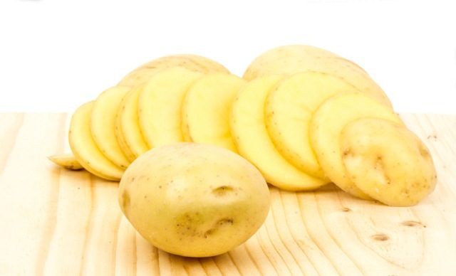 Best Natural Home Remedies to Lighten Dark Underarms - Potato slices
